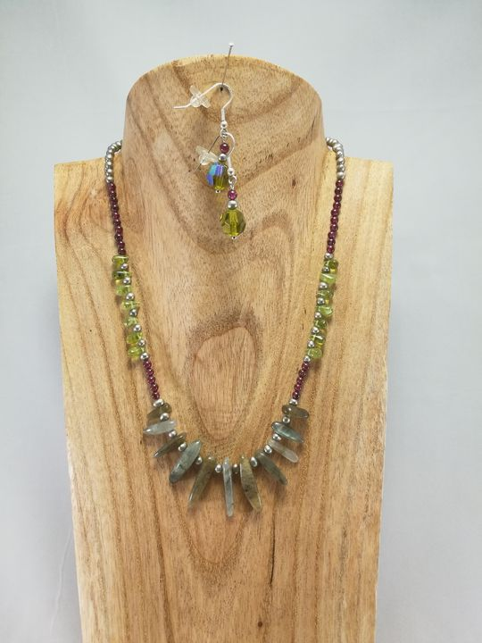 collier-en-labradorite-peridot-et-grenat-creations-de-marion