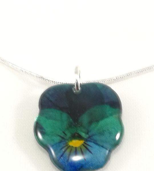 collier-avec-petit-pendentif-de-veritable-pensee-vert-et-bleu-s