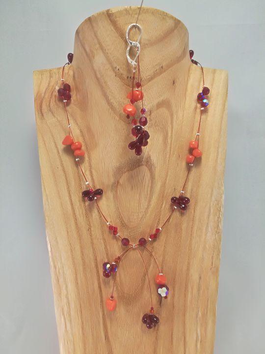 collier-chat-rouge-en-tagua-et-cristal-de-boheme-2-les-creations-de-marion.jpg