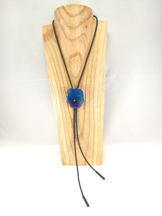 collier-cravate-dune-veritable-pensee-bleu-mauve-l