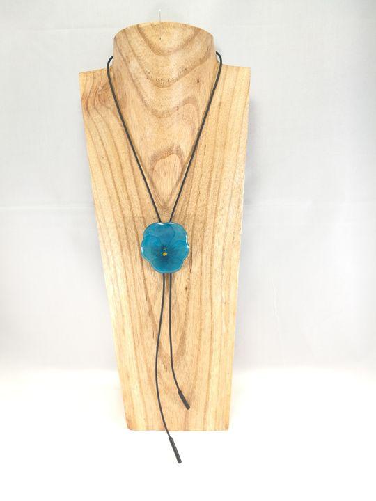 Collier-Cravate d'une véritable Pensée bleu turquoise