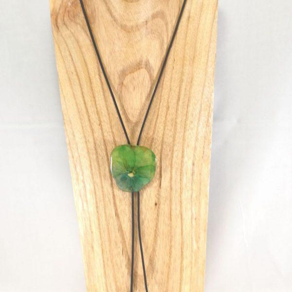 collier-cravate-dune-veritable-pensee-vert-pomme-m-1-les-creations-de-marion