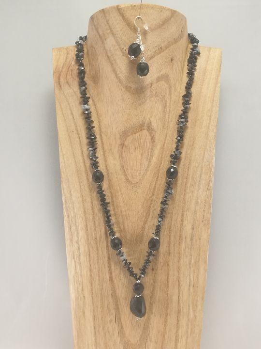 collier-noir-en-onyx-et-obsidienne-flocon-de-neige