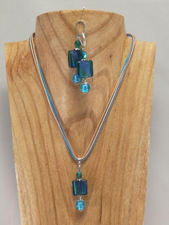 collier-ras-de-cou-bleu-en-verre-de-murano