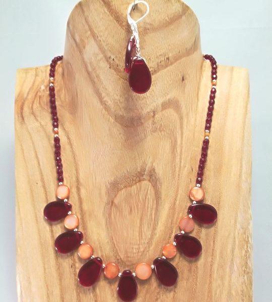 collier-rouge-en-nacre-et-cristal-de-boheme