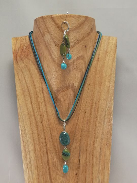 ras-de-cou-vert-bleu-en-chrysocolle-et-turquoise