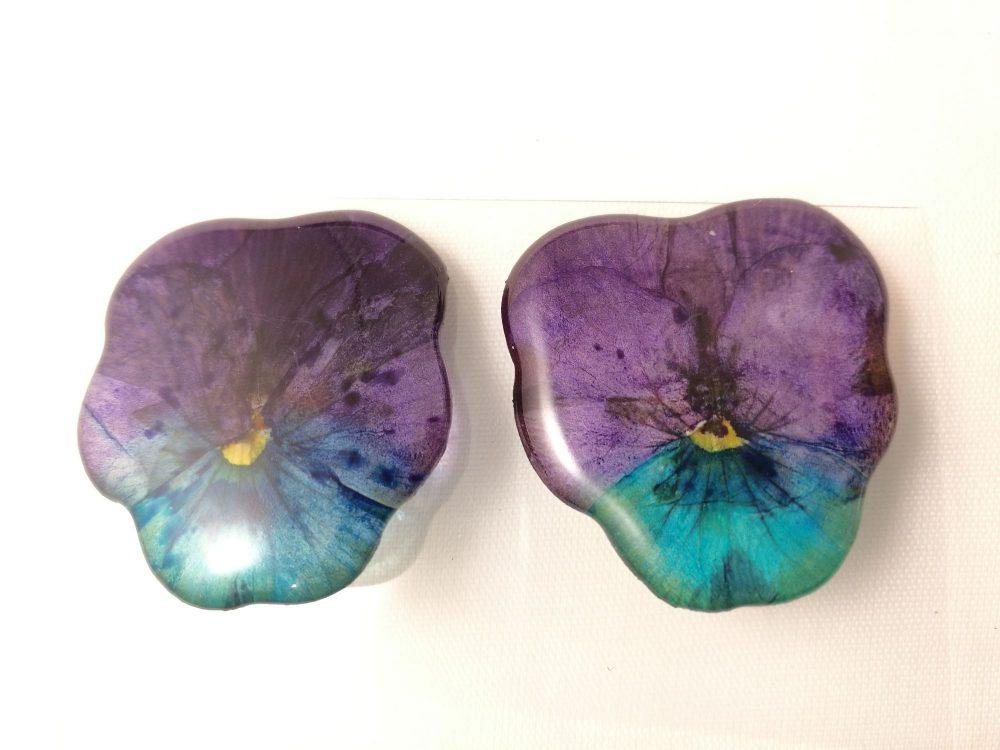 veritable-pensees-violet-turquoises-serties-en-boucles-doreilles-clips-les-creations-de-marion