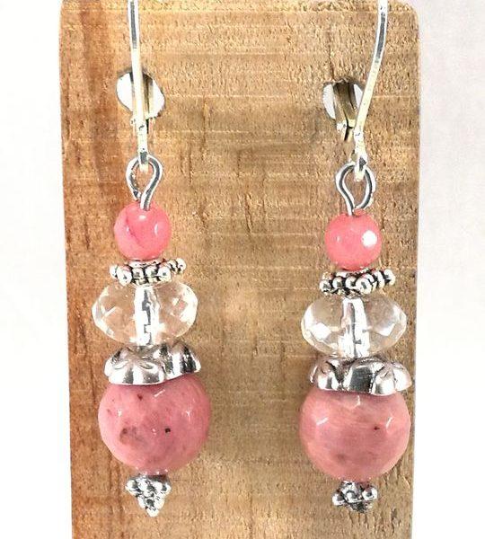 boucles-doreilles-roses-en-rodochrosite-cristal-de-roche-et-jade