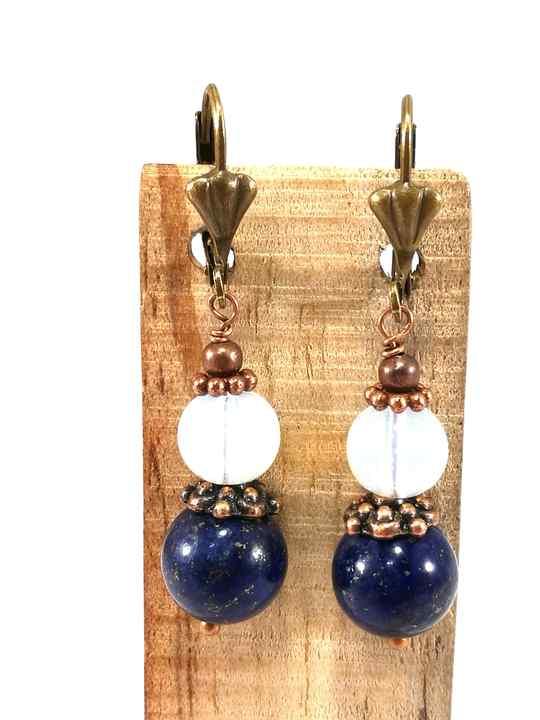 boucles-doreilles-bleues-et-blanches-en-lapis-lazuli-et-opalite-bom79