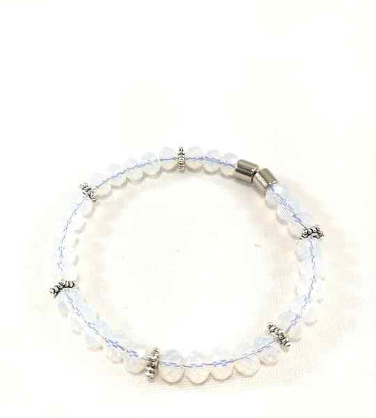bracelet-blanc-en-opalite-fermoir-magnetique-brtm33