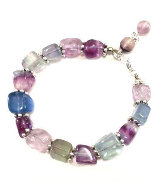 bracelet-violet-et-vert-deau-pale-en-fluorite-brtm21