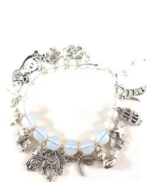 collier-blanc-en-opalite-avec-breloques-brtm30