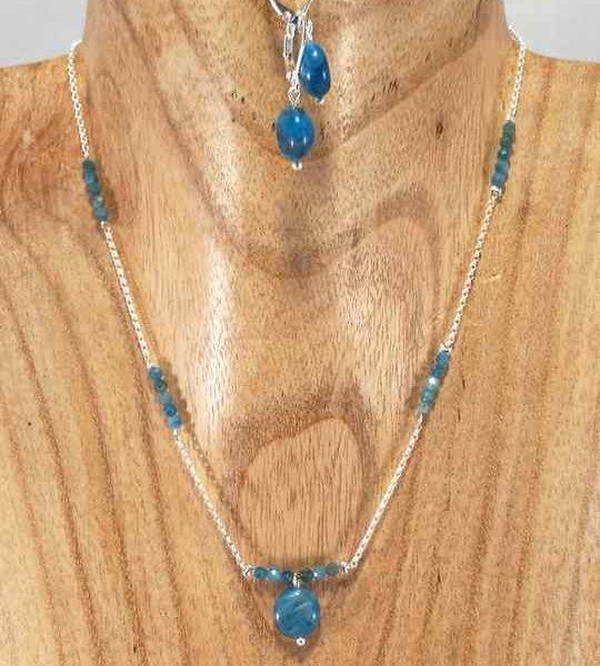 collier-bleu-azur-en-argent-et-apatite