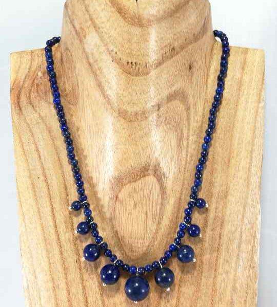 collier-bleu-en-lapis-lazuli-de-style-africain