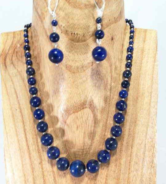 collier-bleu-en-lapis-lazuli-degrade
