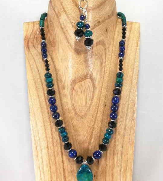 collier-bleu-turquoise-et-noir-en-chrysocolle-et-lapis-lazuli