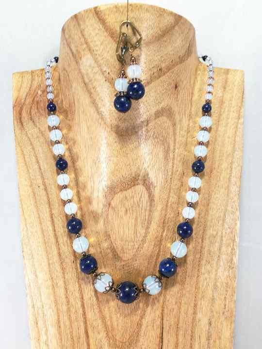 collier-romantique-bleu-et-blanc-en-lapis-lazuli-et-opalite