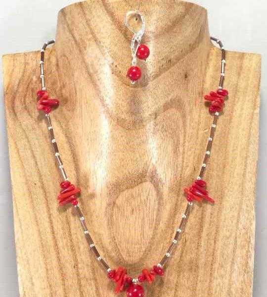 collier-fin-rouge-en-corail-et-rocailles