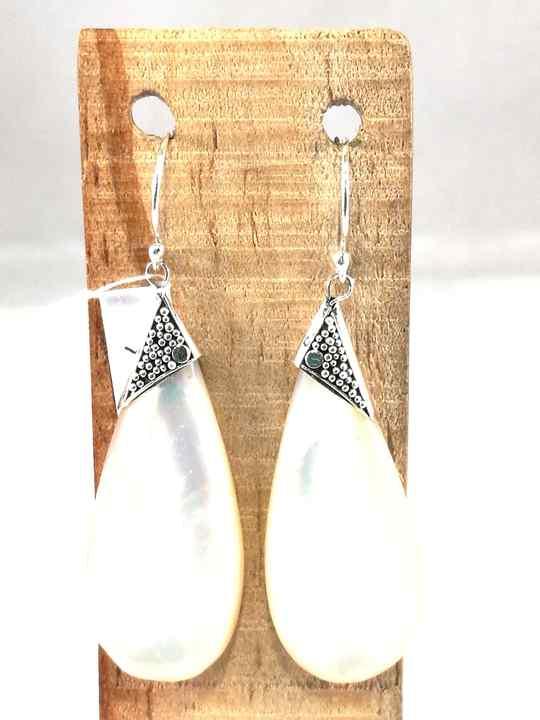cc2ed92a4a1b73 Boucles d'Oreilles en Nacre blanche et Argent, forme de goutte allongée