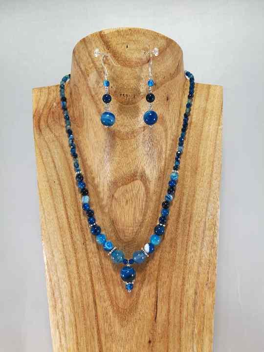 collier-bleu-en-agathe-a-boule-en-pendentif