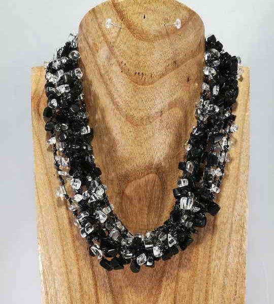 collier-noir-gris-multirang-en-onyx-et-cristal-de-roche