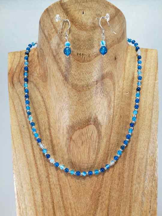 collier-ras-de-cou-bleu-en-agathe-ajustable