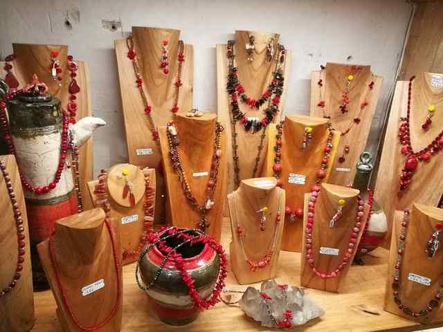 colliers-rouges-les-creations-de-marion-min-1