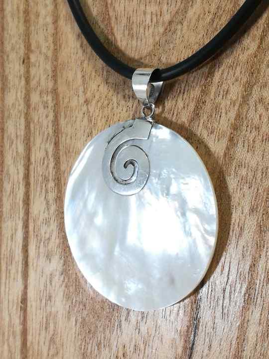 pendentif-en-nacre-rond-spirale-argent