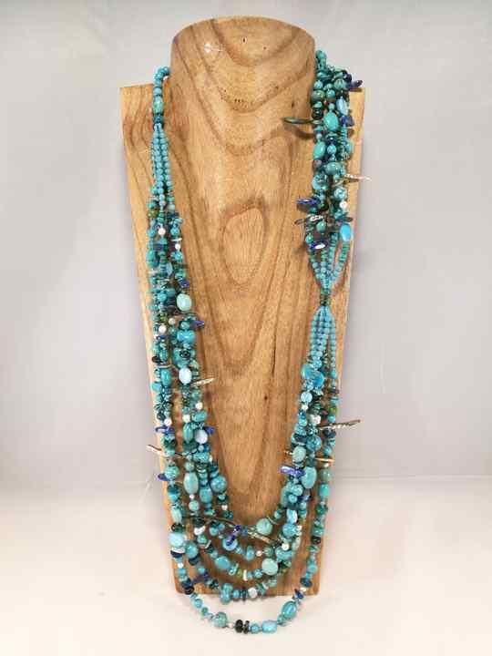 sautoir-asymetrique-a-multiples-pierres-turquoises