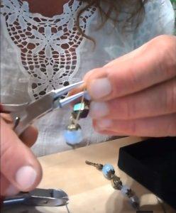 Monter des boucles d'oreilles longues avec des pierres naturelles