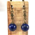 collier-bleu-en-lapis-lazuli-et-ses-boucles-assorties