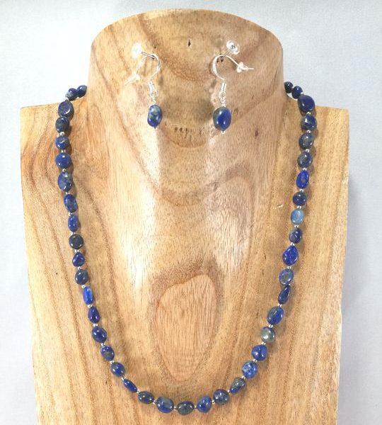 collier-bleu-marine-en-nuggets-de-lapis-lazuli-et-ses-b-o-assorties