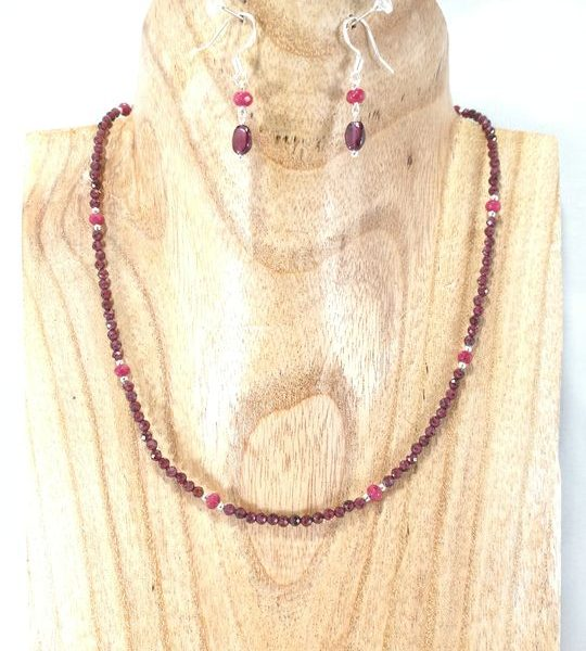 collier-en-grenat-rouge-lie-de-vin