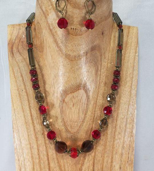 collier-rouge-en-jade-teint-et-cristal-de-boheme