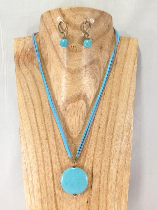 collier-turquoise-en-howlite-et-ses-boucles-assorties