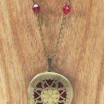 sautoir-a-medaillon-baroque-a-perles-rouges-2-les-creations-de-marion