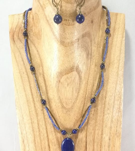 collier-2-rangs-bleu-et-dore-en-lapis-lazuli