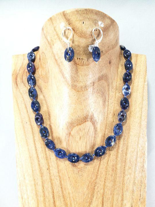 collier-bleu-en-sodalite-ovale
