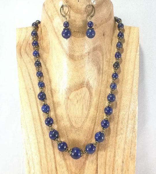 collier-en-lapis-lazuli-fleurs-en-laiton