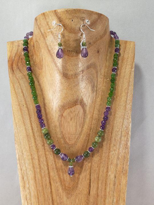 collier-vert-et-violet-en-jade-et-amethyste