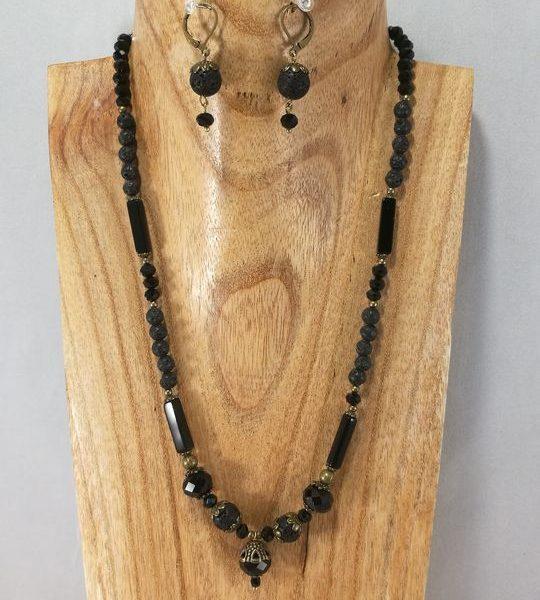 collier-noir-en-lave-cristal-de-boheme-et-onyx