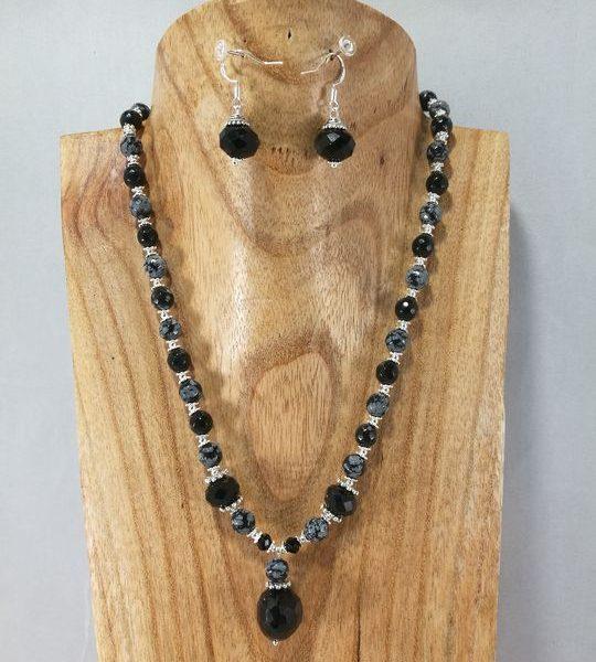 collier-noir-en-obsidienne-flocon-de-neige-et-onyx