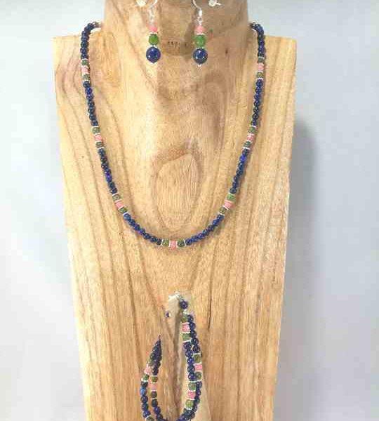 collier-en-lapis-lazuli-et-jade-avec-bracelet-et-boucles-assorties