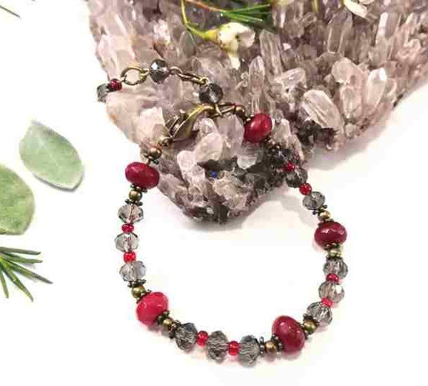 bracelet-gris-rouge-en-cristal-de-boheme-et-jade-teinte