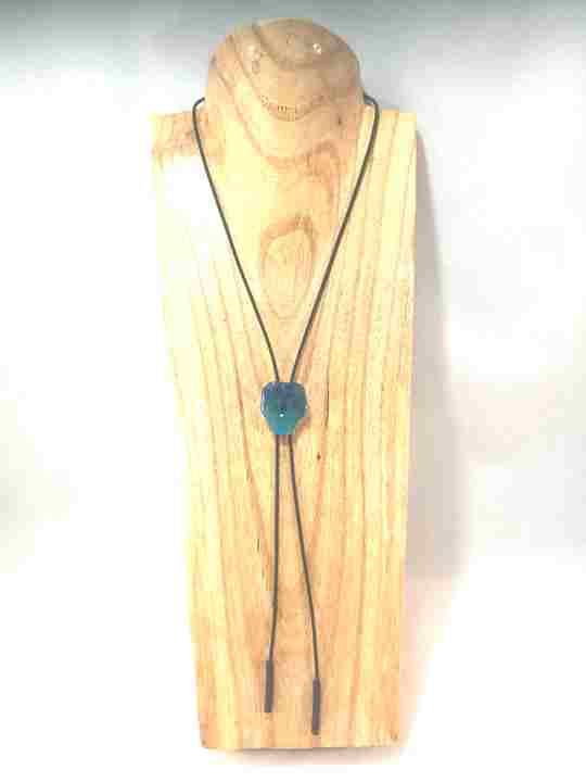 collier-cravate-dune-veritable-pensee-bleu-marine-turquoise-s