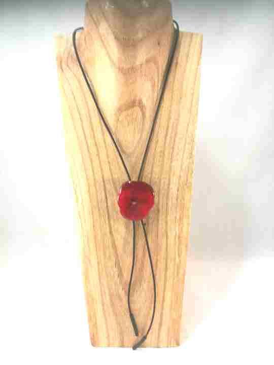 collier-cravate-dune-veritable-pensee-rouge-vif-m