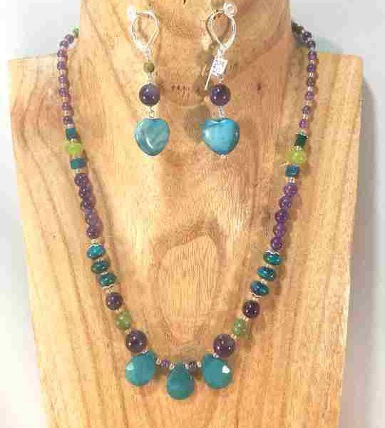collier-multicolore-en-amethyste-apatite-chrysocolle-et-jade