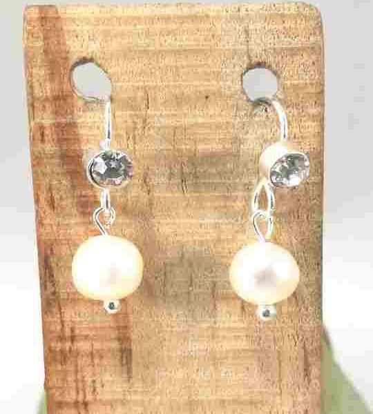 boucles-doreilles-courte-en-perles-de-culture-avec-strass
