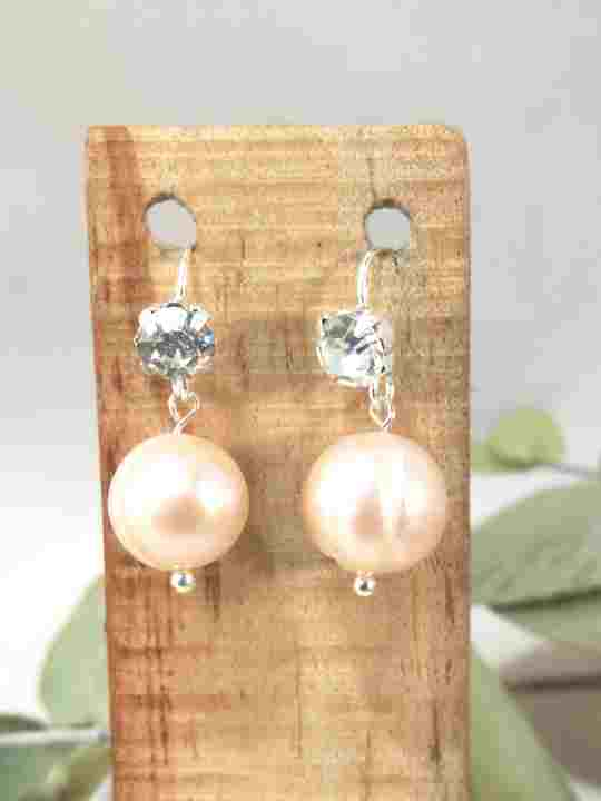 boucles-doreilles-courtes-en-perles-de-culture-et-strass