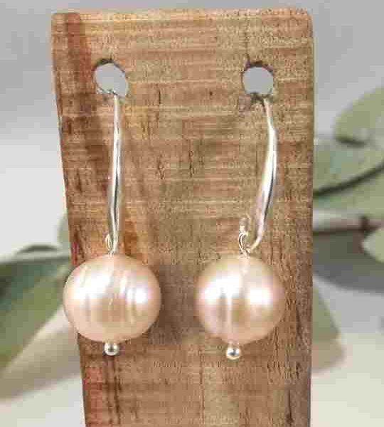 boucles-doreilles-courtes-en-perles-de-culture
